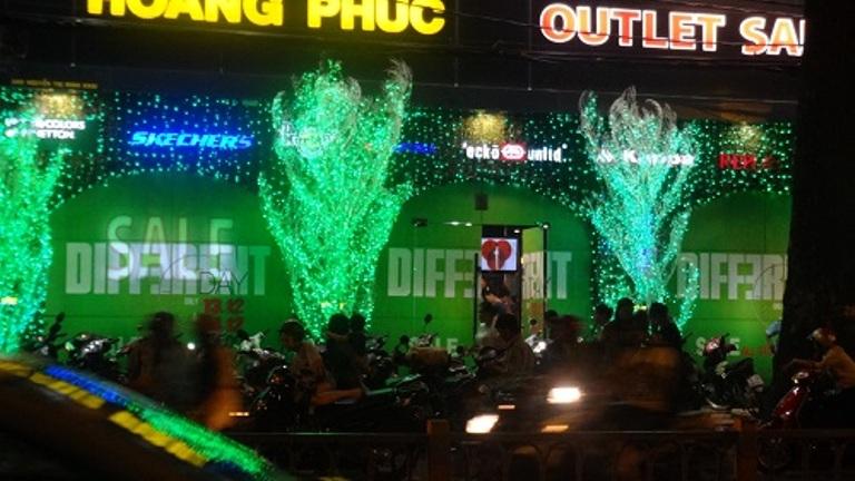 Noel 2014: Người dân Sài Gòn nô nức chào đón Giáng sinh - Ảnh 3