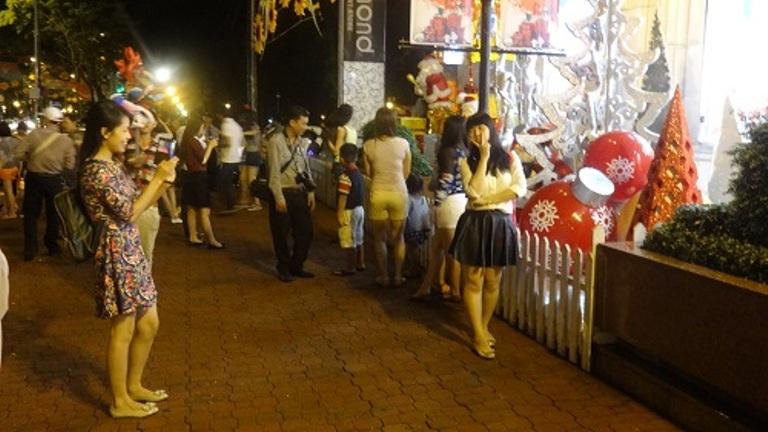 Noel 2014: Người dân Sài Gòn nô nức chào đón Giáng sinh - Ảnh 5