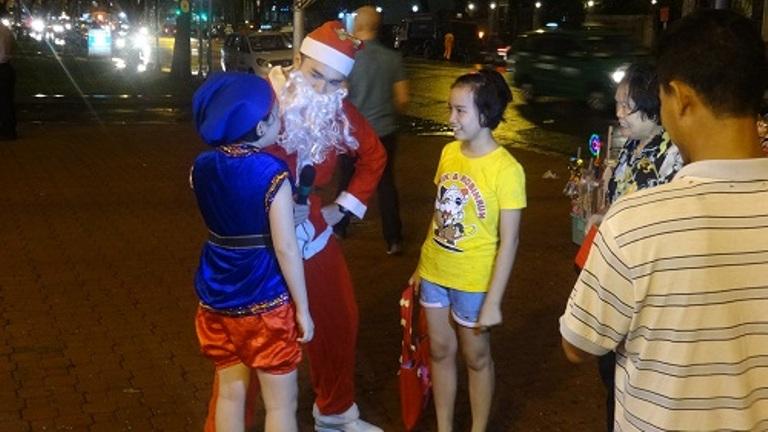Noel 2014: Người dân Sài Gòn nô nức chào đón Giáng sinh - Ảnh 6