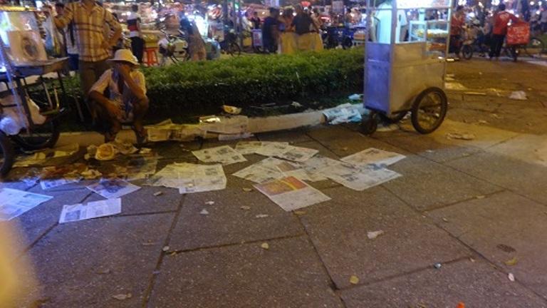 TP.HCM: Đêm Noel kẹt xe và đầy rác - Ảnh 6