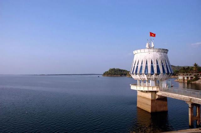 """Hồ Dầu Tiếng xả nước, cá mè """"khủng"""" trôi về TP.HCM - Ảnh 5"""