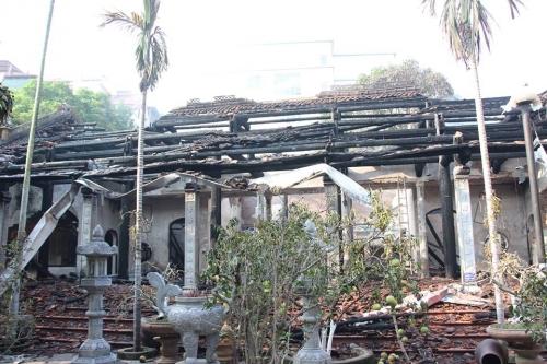 Sở VH&TT Hà Nội chỉ đạo khắc phục hậu quả vụ cháy Nhà tổ chùa Tĩnh Lâu - Ảnh 1