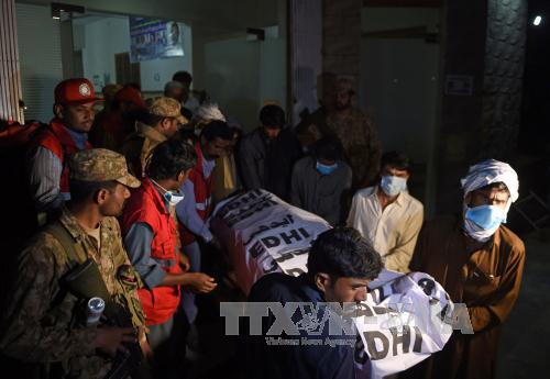 100 phần tử khủng bố bị tiêu diệt sau vụ đánh bom thánh đường Hồi giáo Pakistan - Ảnh 1