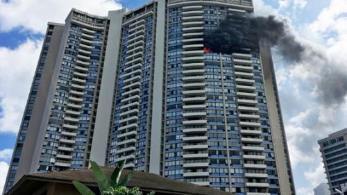 Mỹ: Hỏa hoạn ở tòa cao ốc 36 tầng khiến 15 người thương vong - Ảnh 1