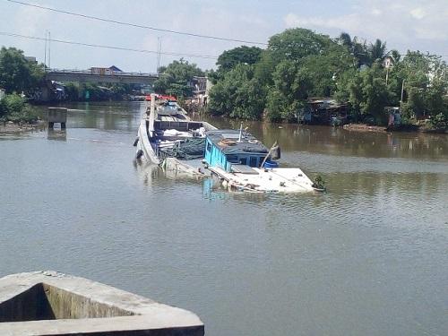Tai nạn chìm ghe chở hàng, 2 người thoát chết trong gang tấc - Ảnh 2