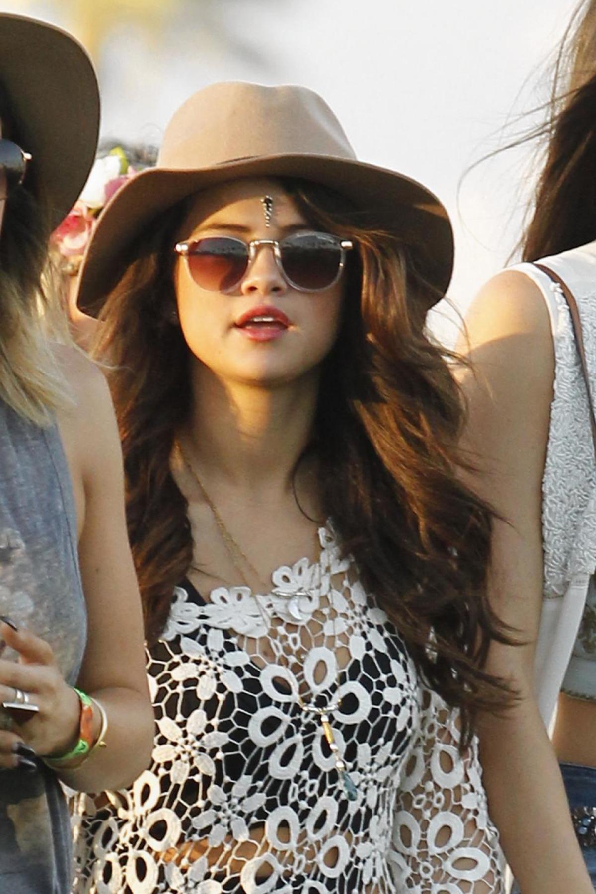 Justin Bieber và Selena Gomez thân mật tại lễ hội Coachella - Ảnh 4