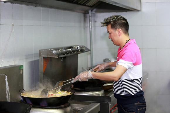 Sao nam trổ tài nấu nướng đảm đang hơn cả mỹ nhân Việt - Ảnh 1