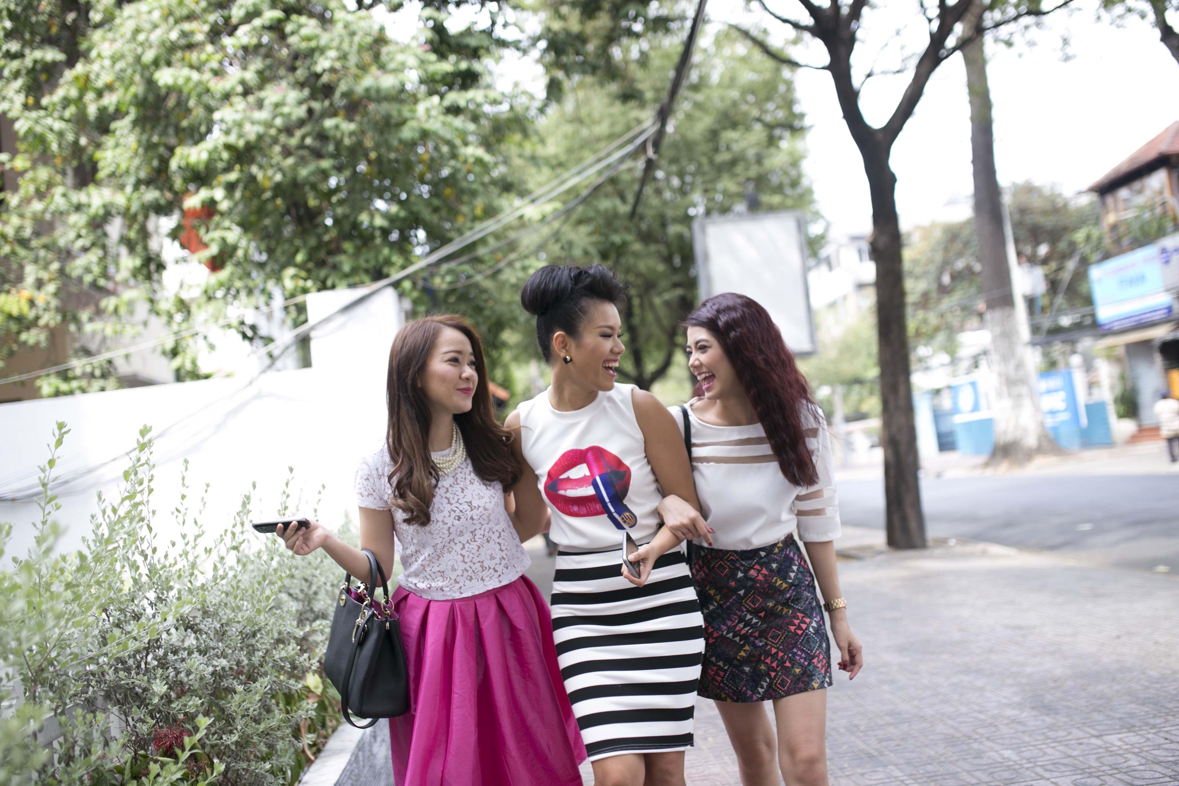 Phương Vy hẹn hò xuống phố với các hot girl - Ảnh 2