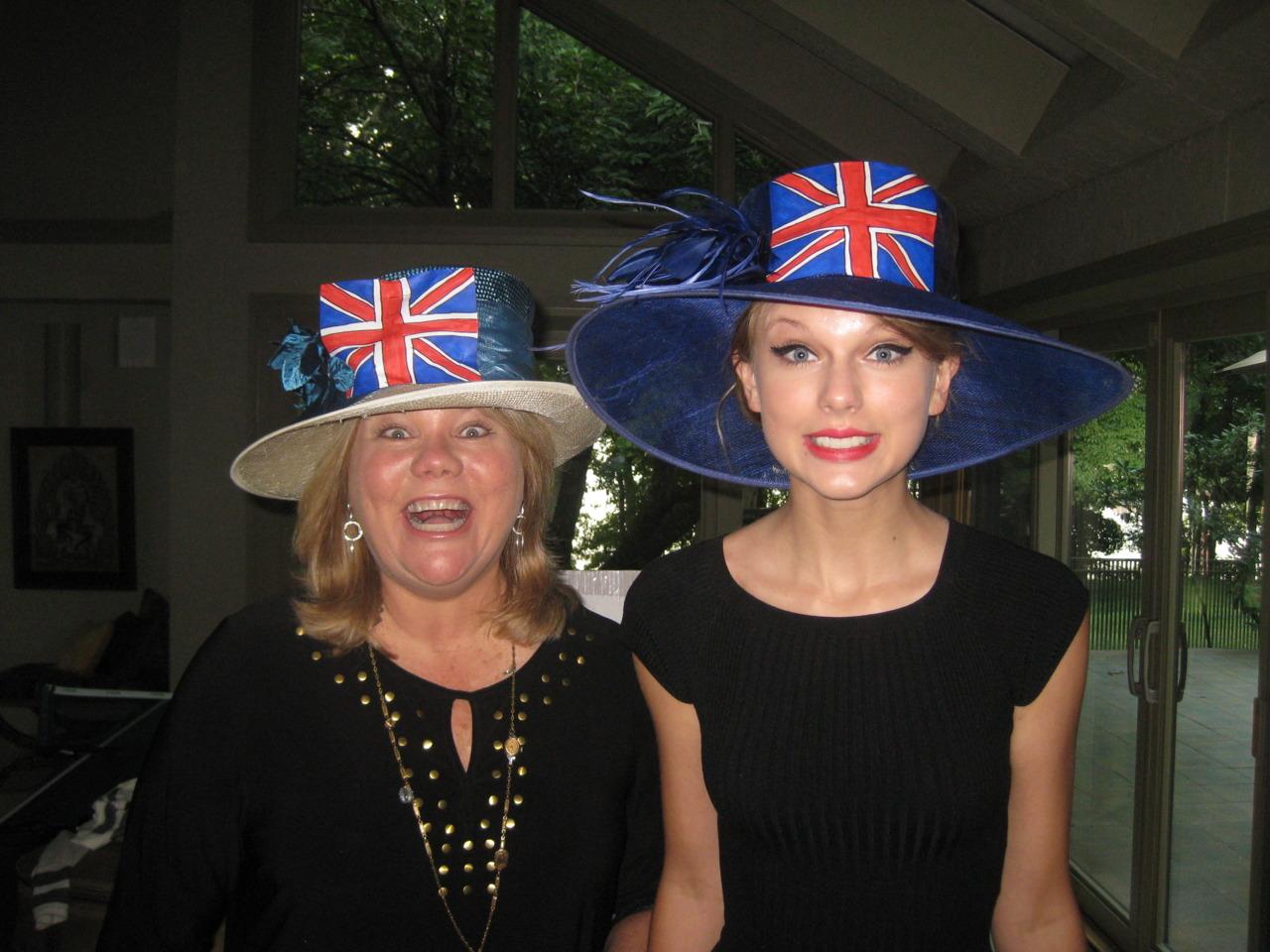Những khoảnh khắc cười ra nước mắt của Taylor Swift - Ảnh 10