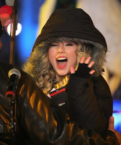 Những khoảnh khắc cười ra nước mắt của Taylor Swift - Ảnh 2