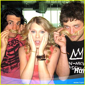 Những khoảnh khắc cười ra nước mắt của Taylor Swift - Ảnh 8