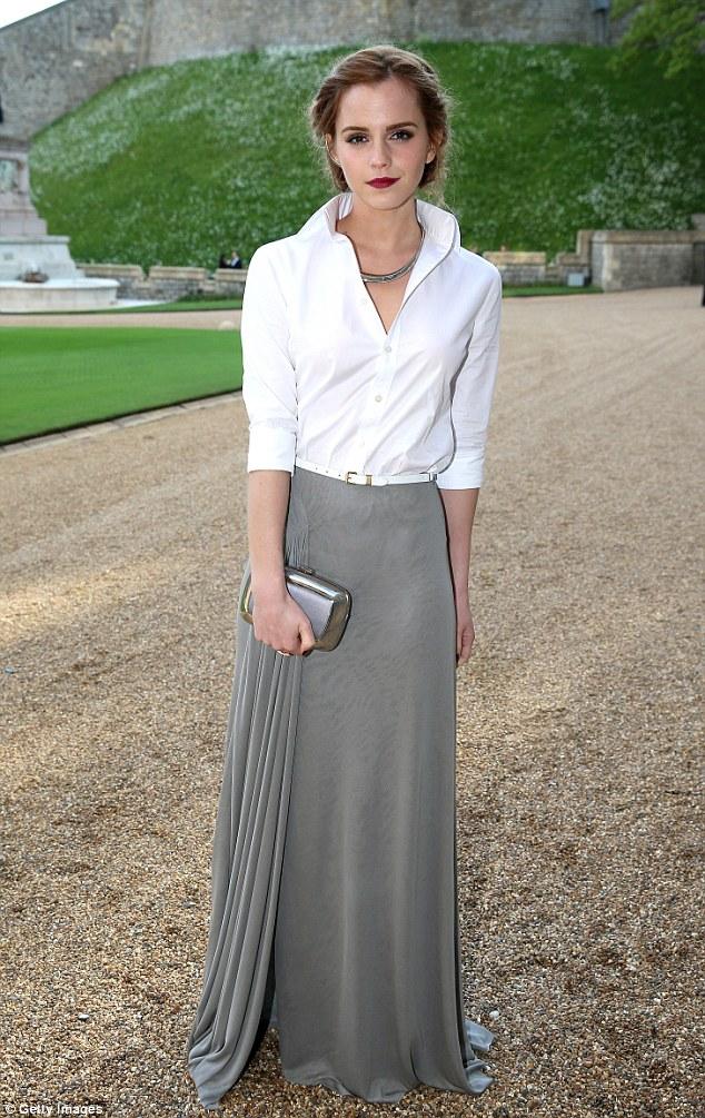 Emma Waston diện sơ mi trắng thanh lịch gặp gỡ Hoàng tử Anh  - Ảnh 1