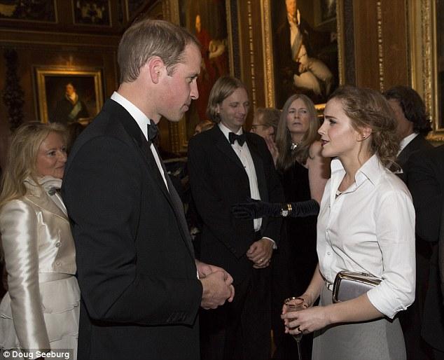 Emma Waston diện sơ mi trắng thanh lịch gặp gỡ Hoàng tử Anh  - Ảnh 4
