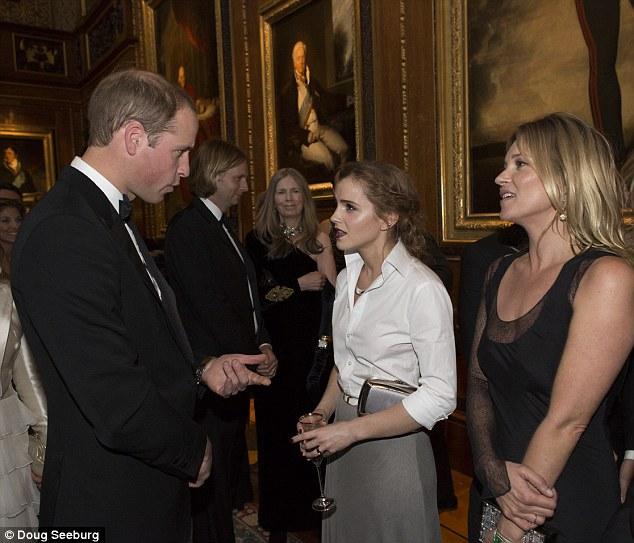 Emma Waston diện sơ mi trắng thanh lịch gặp gỡ Hoàng tử Anh  - Ảnh 5