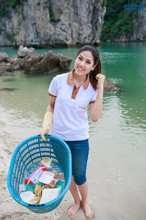 Nguyễn Thị Loan tích cực nhặt rác ở Vịnh Hạ Long - Ảnh 3