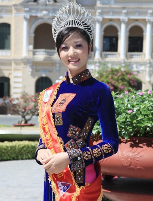 Chuyện chưa biết về Hoa hậu Việt đầu tiên trả vương miện - Ảnh 1