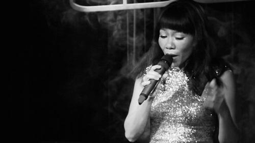 Hà Trần về Việt Nam hát nhạc xưa - Ảnh 2