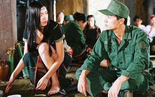 Những chiêu thức quay cảnh nóng chỉ có ở phim Việt - Ảnh 1