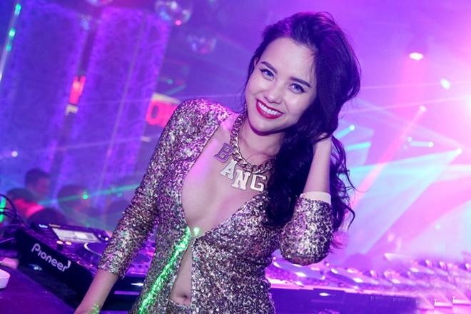 Trang phục diễn nóng bỏng của các DJ sexy nhất Vbiz - Ảnh 2