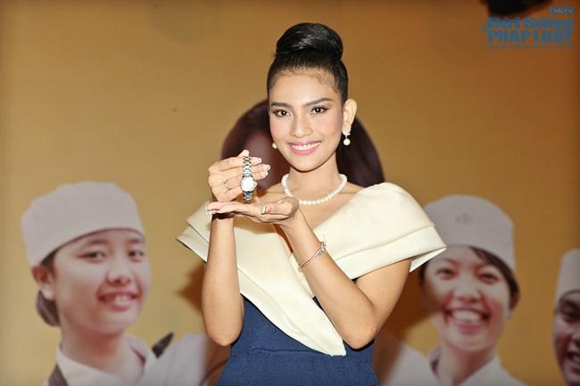 Trương Thị May bán đồng hồ 16.000 USD làm từ thiện - Ảnh 4