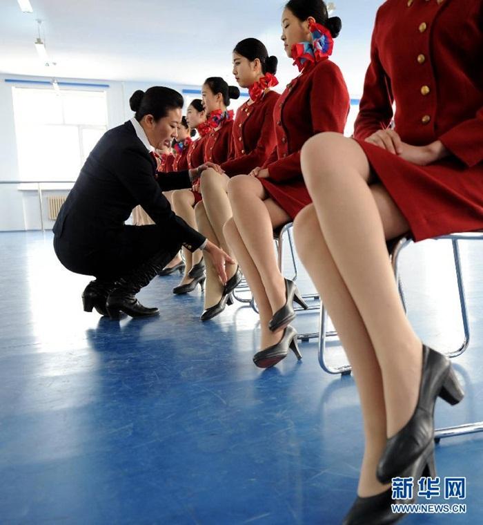 Bên trong lò luyện tiếp viên hàng không Trung Quốc - Ảnh 3