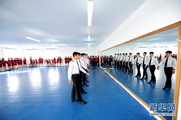 Bên trong lò luyện tiếp viên hàng không Trung Quốc - Ảnh 6