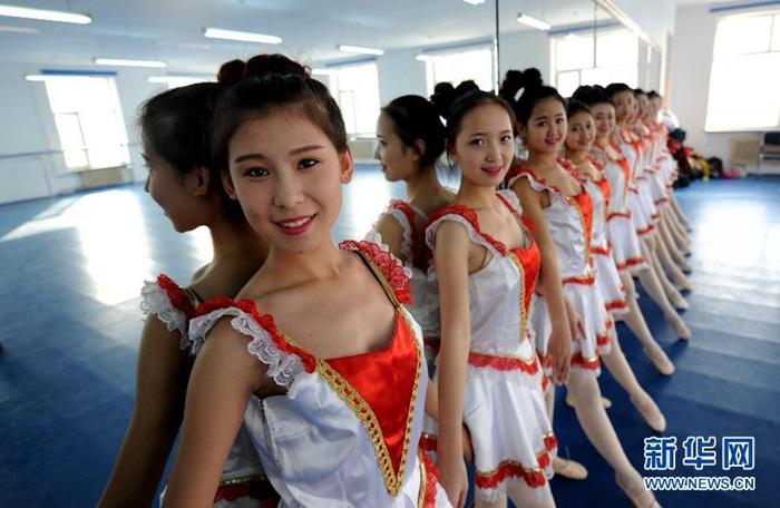 Bên trong lò luyện tiếp viên hàng không Trung Quốc - Ảnh 8