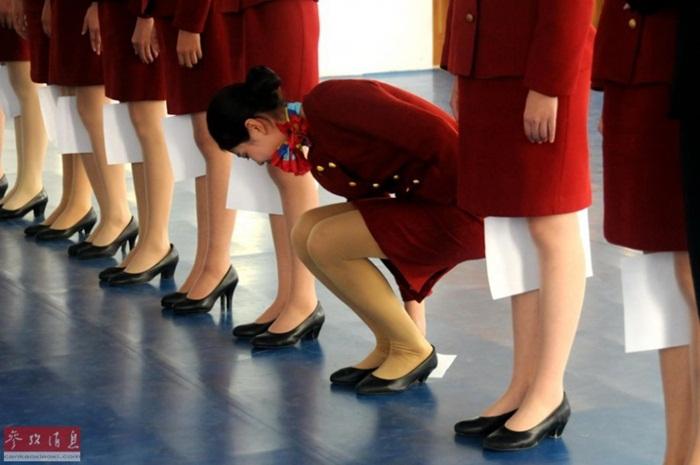 Bên trong lò luyện tiếp viên hàng không Trung Quốc - Ảnh 1