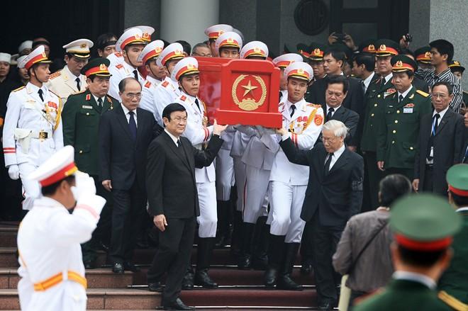 10 hình ảnh khó quên trong lễ tang Đại tướng - Ảnh 4