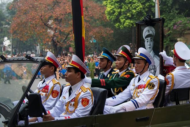 10 hình ảnh khó quên trong lễ tang Đại tướng - Ảnh 5