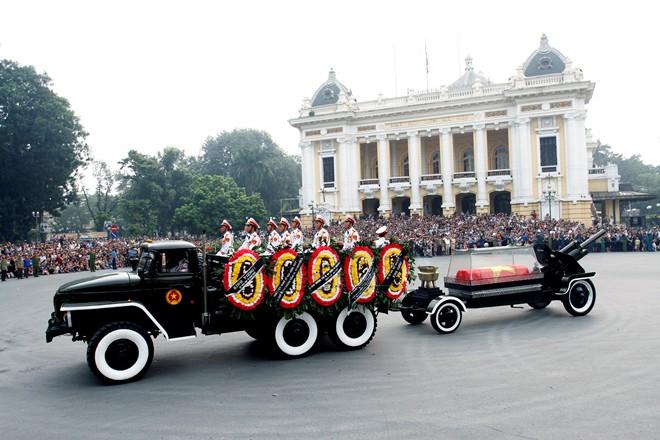 10 hình ảnh khó quên trong lễ tang Đại tướng - Ảnh 6