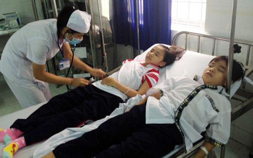 9 học sinh phải cấp cứu sau khi tiêm vaccine sởi, rubella - Ảnh 1