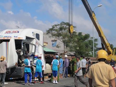 Phú Yên: Ô tô tự gây tai nạn, 2 người chết, 1 bị thương - Ảnh 1