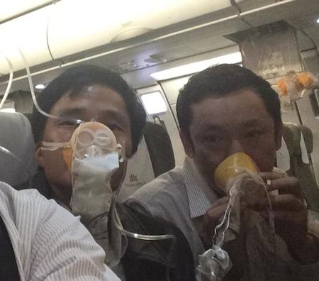 Máy bay Vietnam Airlines hạ cánh khẩn cấp: Lời kể của hành khách - Ảnh 1