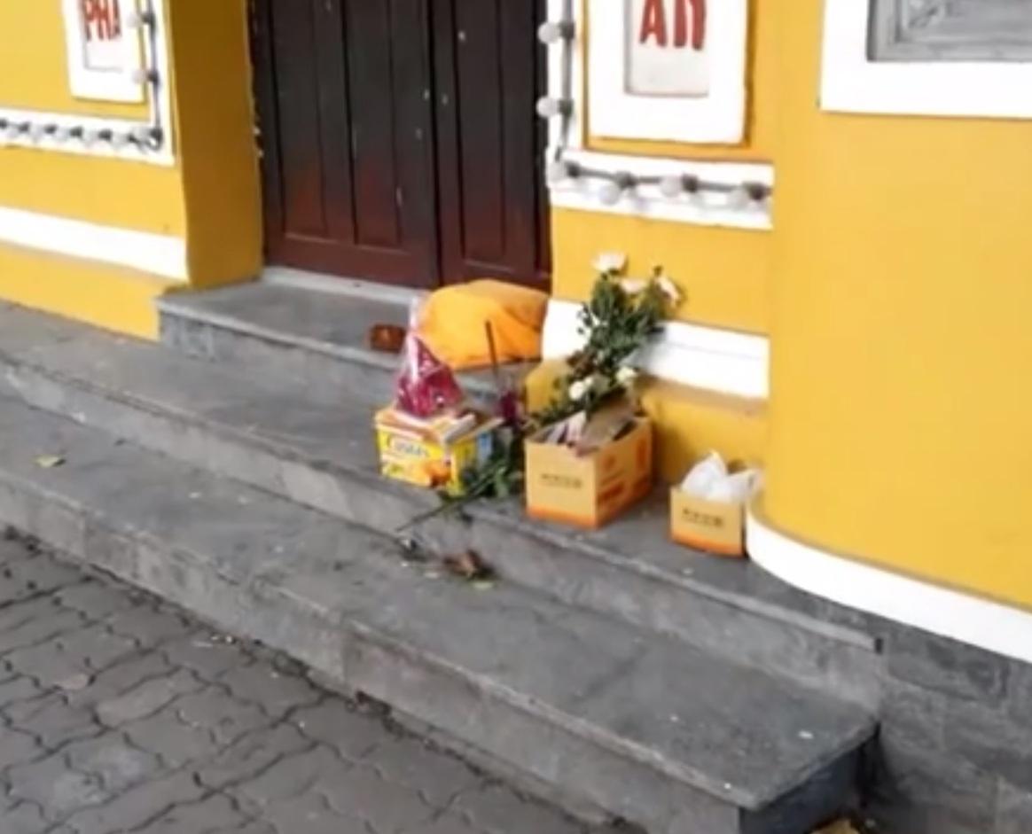 Thi thể bé trai bị bỏ ở cổng chùa Quán Sứ cùng lời xin lỗi - Ảnh 1