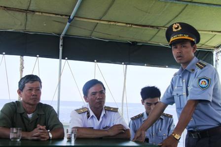 Gặp các kiểm ngư đang bảo vệ chủ quyền Tổ quốc ở biển Đông - Ảnh 1