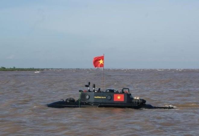 Tàu ngầm Trường Sa sắp thử nghiệm dịp biển động - Ảnh 1
