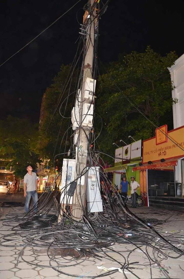 Hà Nội: Cháy cáp viễn thông, người dân hoảng loạn - Ảnh 2