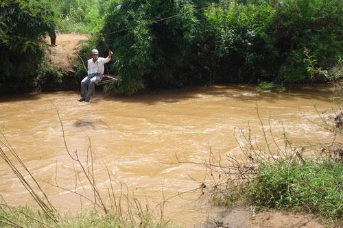 Vượt sông như làm xiếc - Ảnh 4