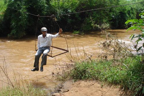 Vượt sông như làm xiếc - Ảnh 5