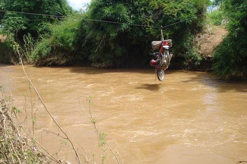Vượt sông như làm xiếc - Ảnh 8