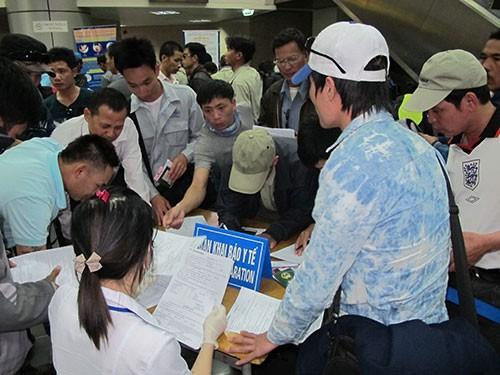 2 người từ tâm dịch Ebola nhập cảnh Việt Nam đã hết sốt - Ảnh 1