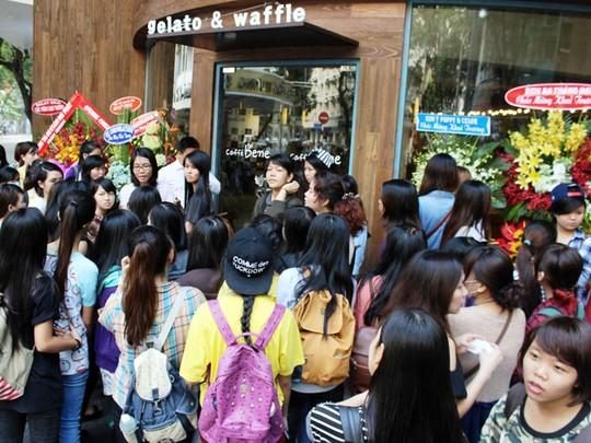 """""""Náo động"""" vì quán cà phê Hàn Quốc khai trương - Ảnh 2"""
