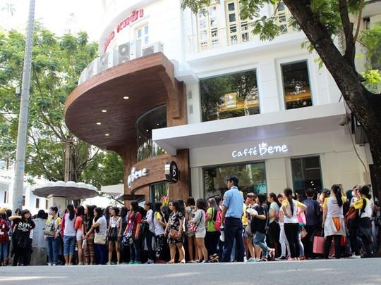"""""""Náo động"""" vì quán cà phê Hàn Quốc khai trương - Ảnh 4"""