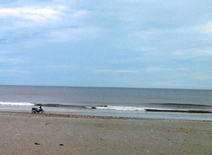 Tắm biển, 3 học sinh tiểu học bị chết đuối thương tâm - Ảnh 1
