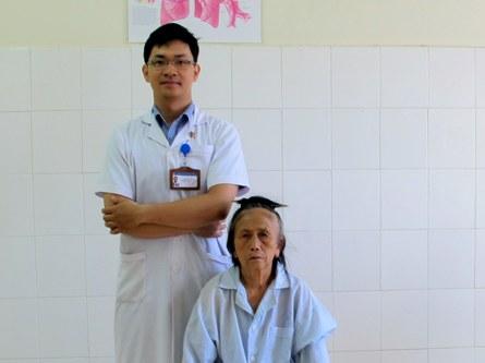 Kinh hãi gắp được 20 con giòi lúc nhúc trong mũi bệnh nhân - Ảnh 2