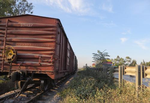 Tàu hàng bị gãy trục, đường sắt Bắc – Nam tê liệt - Ảnh 1