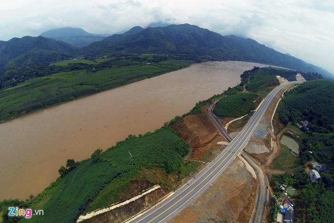 Phong cảnh kỳ vĩ trên tuyến cao tốc dài nhất Việt Nam - Ảnh 12