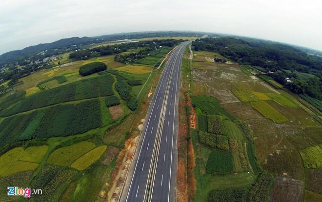 Phong cảnh kỳ vĩ trên tuyến cao tốc dài nhất Việt Nam - Ảnh 14