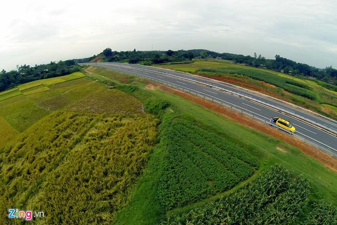 Phong cảnh kỳ vĩ trên tuyến cao tốc dài nhất Việt Nam - Ảnh 15